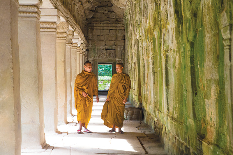 Vacationsmag_Cambodia-temples_monks