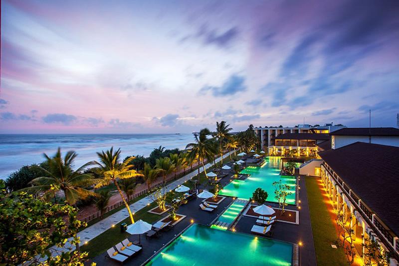 Vacationsmag_Centara_Ceysands_Swimming_pool