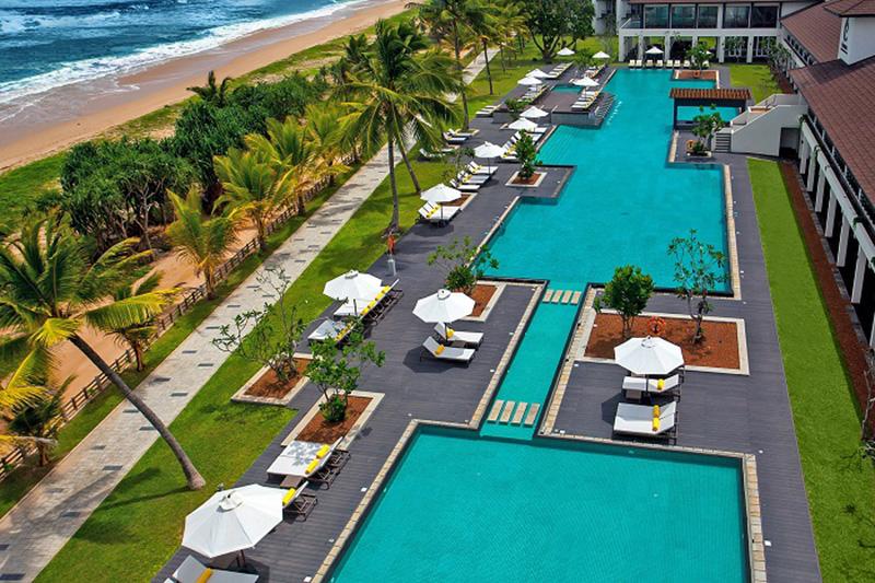 Vacationsmag_Centara_Ceysands_Swimming_pool_daytime