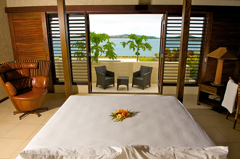 Vacationsmag_Villa-Vanua-Fiji-MAIN-BEDROOM