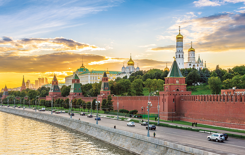 Vacationsmag_river-cruising-kremlin-in-Moscow-Russia