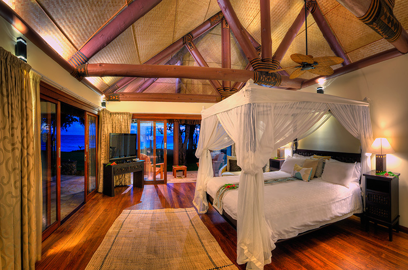 Vacationsmag_Beachfront-Spa-Suite