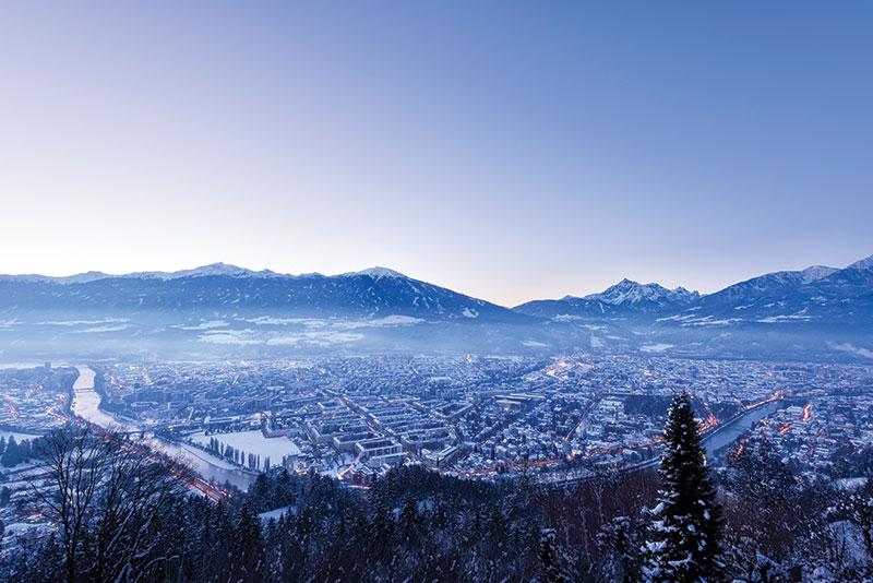 Vacationsmag_Innsbruck-by-Night_winter