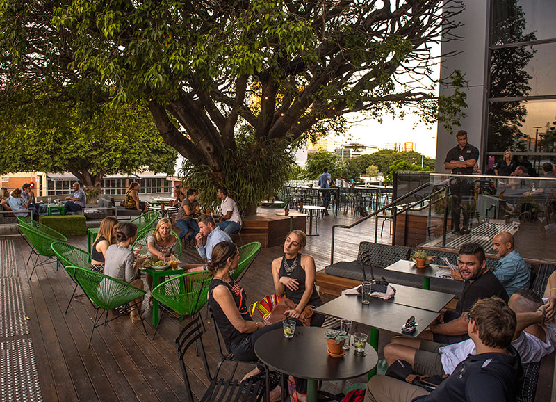 Vacationsmag_Paddock-Bar-Alfresco