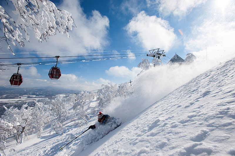 Vacationsmag_SkiJapan_RusutsuPowder-skiing