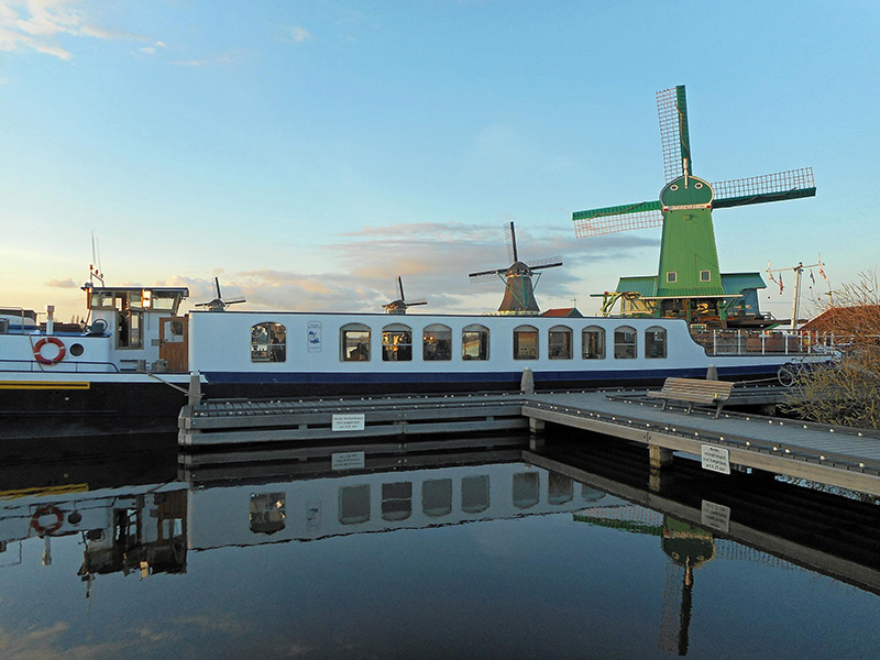 Vacationsmag_EW-Panache-Moored-in-Holland-low-res