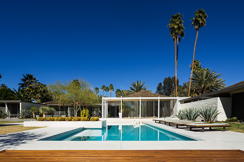 Vacationsmag_Palm-Springs-Arch-5