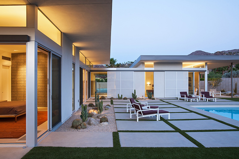 Vacationsmag_Palm-Springs-Arch-9