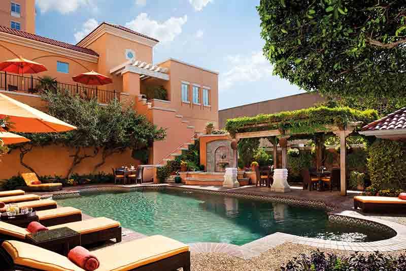 Vacationsmag_dallasFtW_Rosewood-Mansion-Pool_credit-Rosewood-Mansion-on-Turtle-Creek