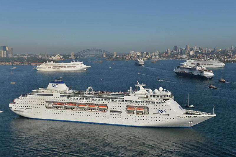 po-cruises-five-ship-spectacular-sydney-harbour-nov-25-2015-credit-james-morgan-po-cruises-8
