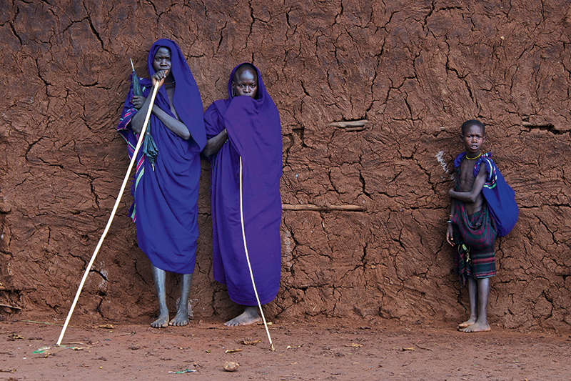 Suri tribesmen waiting for a stick fight (donga) to commence in the village of Kibbish in the North Western Omo valley