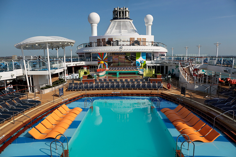 Ovation of the Seas, cruise, pool deck