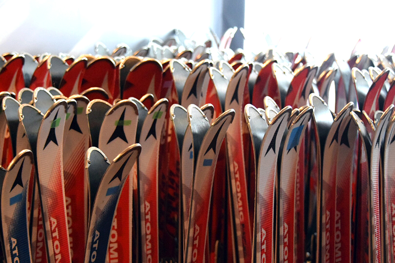 Hoshino Resorts TOMAMU, skis, skiing, RISONAIRE ski hire