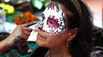 106_mexico_dotd_28.-Applying-face-paint.jpg