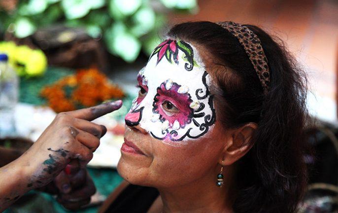 106_mexico_dotd_28.-Applying-face-paint.jpg