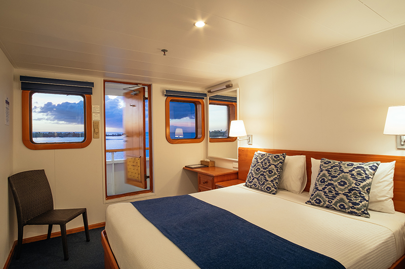 MV Reef Endeavour, Captain Cook Cruises