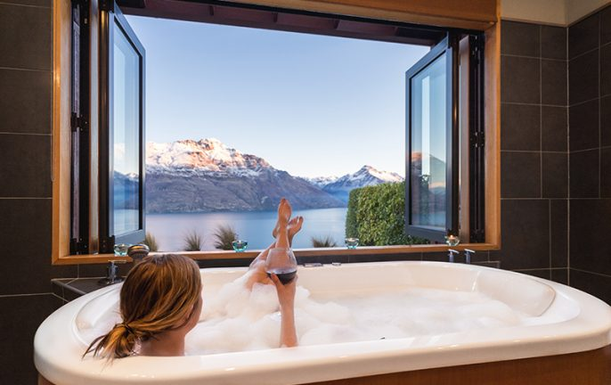 Azur-108_hu_Relaxing-Bathtime-800px-1.jpg