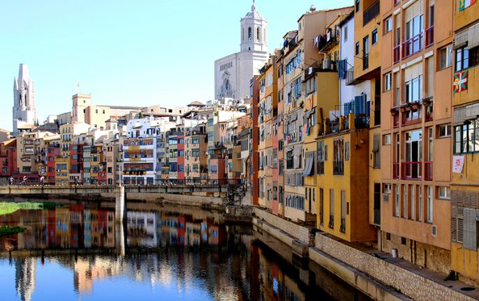 108_costabrava_Girona-reflected-in-the-River-Onyar.jpg