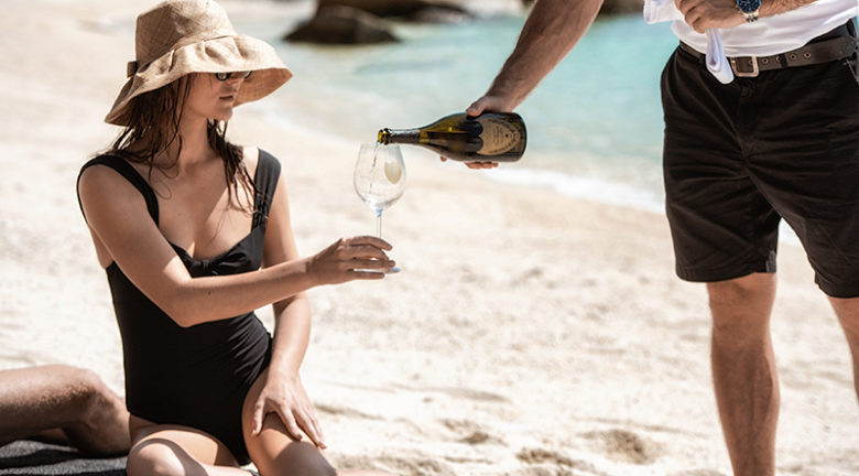 Beach-picnic_Lizard-Island_15.-9.18_©Esteban-LaTessa_8677.jpg