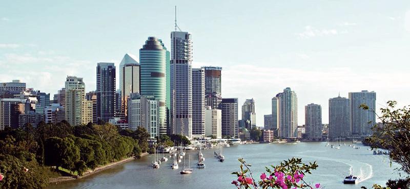 Brisbane_skyline_bluesky.jpg