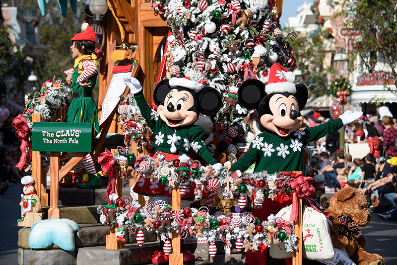 Mickey-Minnie-Holidays-2.jpg