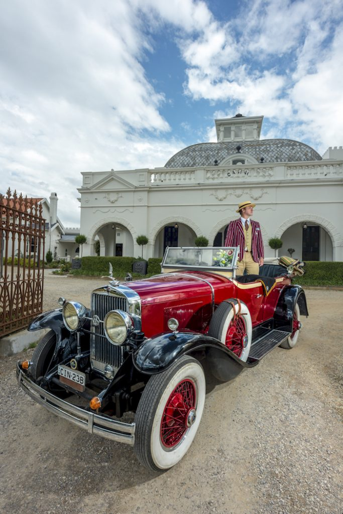 Hydro Majestic: Vintage car sightseeing tours.