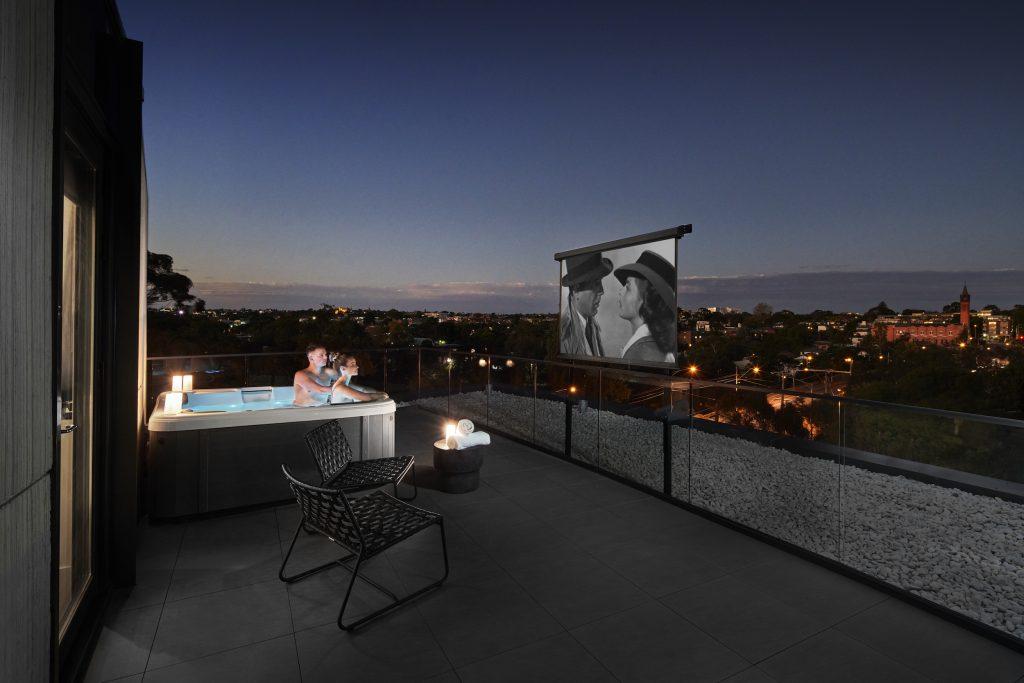 Best Melbourne hotels: Element Melbourne Richmond hot tub movie 1