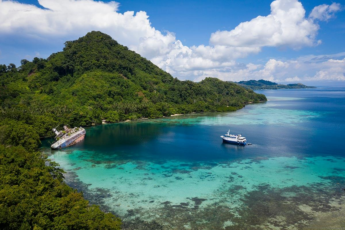Aerial view of Solomon Islands Discovery Cruises © Gerald Rambert