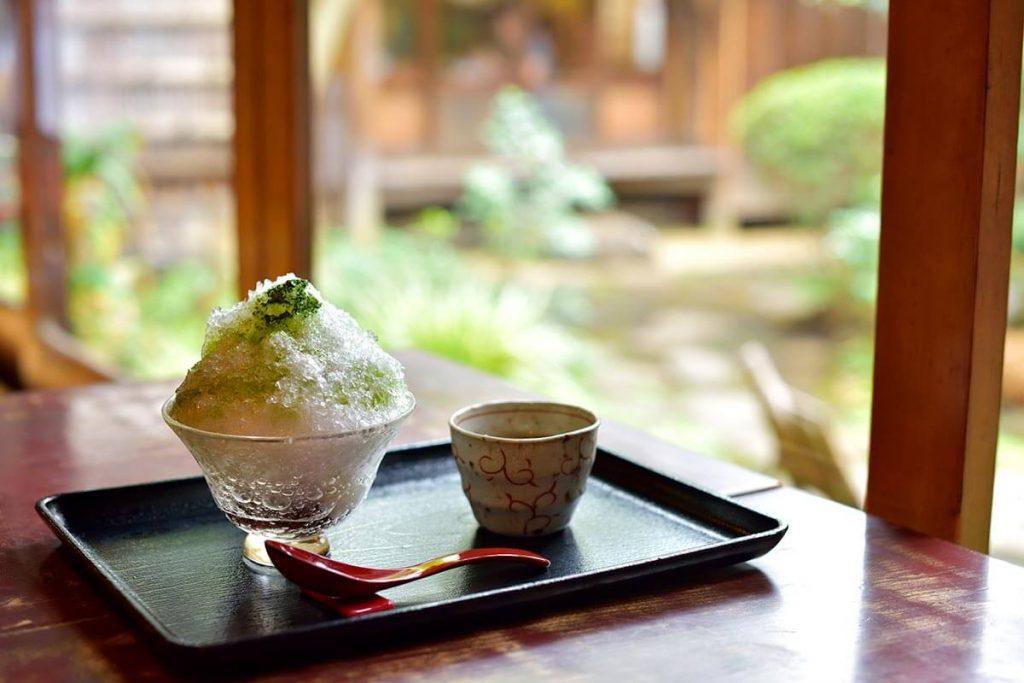 kakigori shaved ice dessert