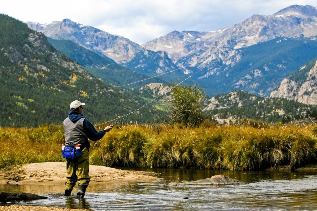 Colorado Fall: Fly fisher in Rocky Mountains National Park © Matt Inden/Colorado.com