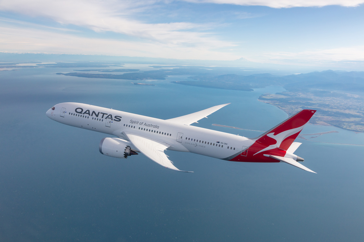 Qantas flyover for 100th anniversary