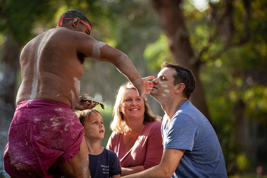 Ngaran Ngaran Culture Awareness in Callala Bay, NSW © Tourism Australia