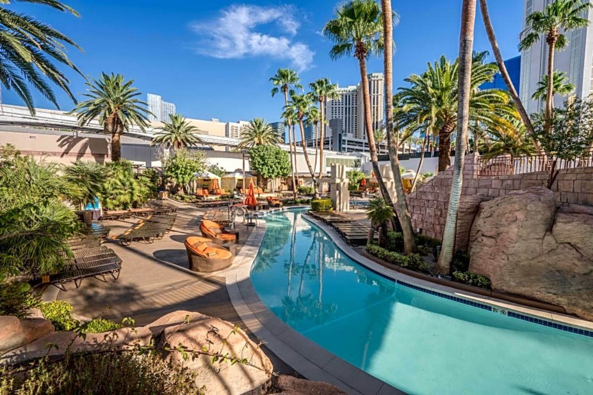 hotels with lazy rivers - MGM grand hotel, las vegas