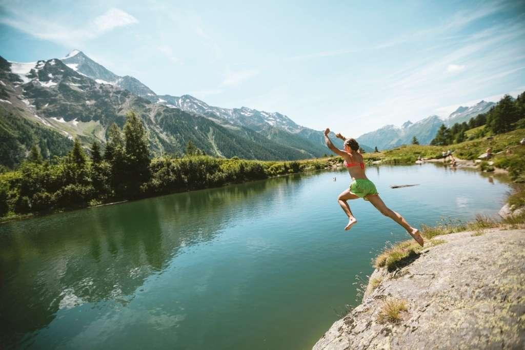 Switzerland: Lake Schwarzsee © Marco Schnyder
