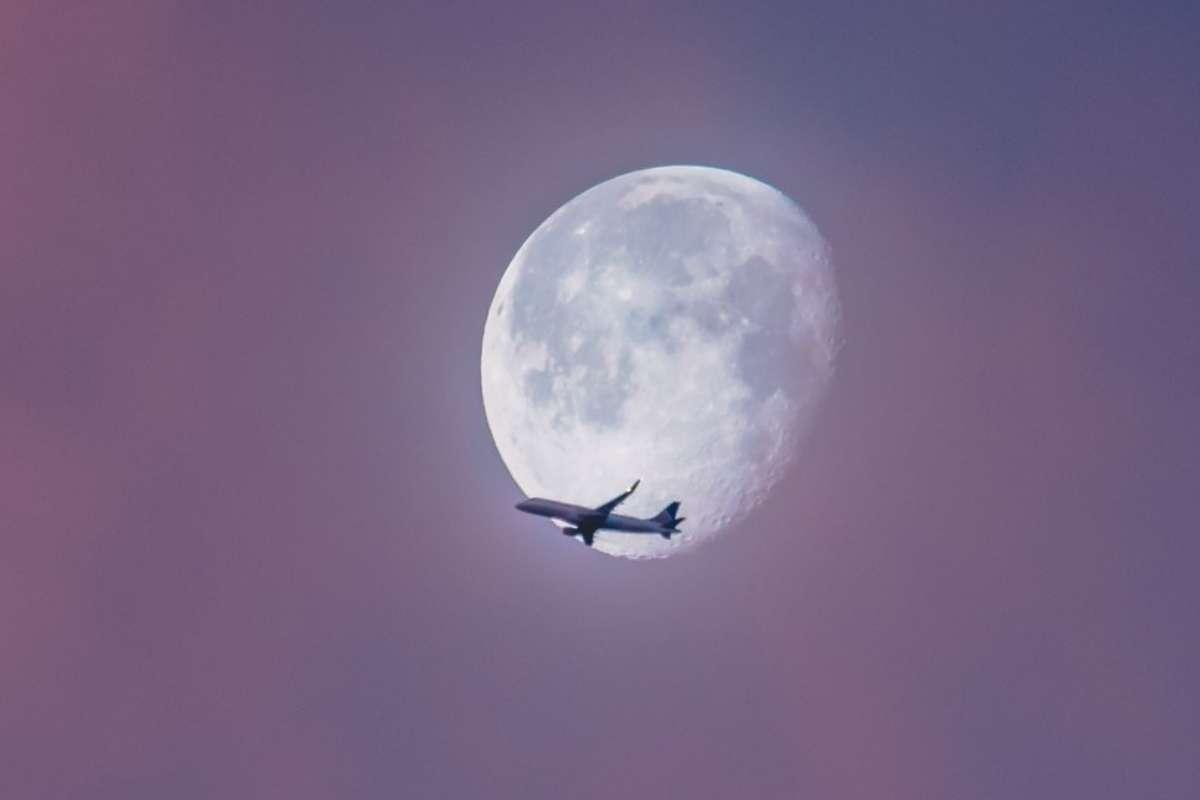 Qantas supermoon flight