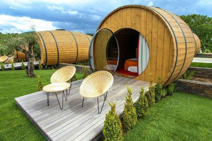 Puedes tomar un sorbo y quedarte en este inusual hotel de barriles de vino.